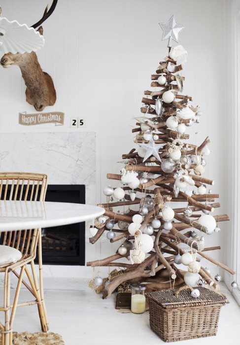 Driftwood Christmas Tree - give your room a nautical twist
