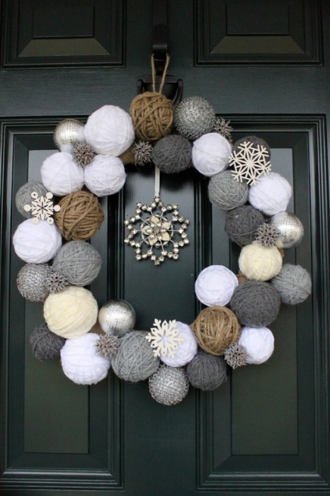 Create your own unique wreath, with balls of yarn and thread!
