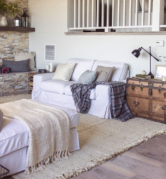 Kivik de 3 plazas y Chaise Longue con fundas de falda larga en lino por Comfort Works