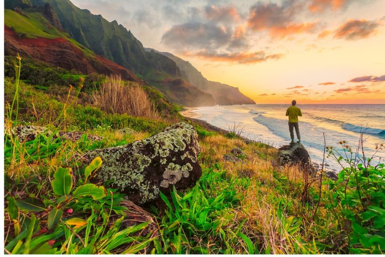 5 warm places to travel winter - Sunset in Hawaii