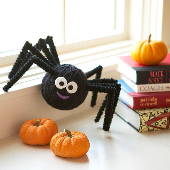 Halloween Decor Ideas - Itsy Bitsy Yarn Spider