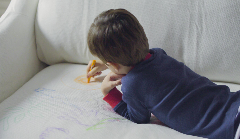 お子さんやペットがいるお家に最適のソファ生地(子供の落書き)