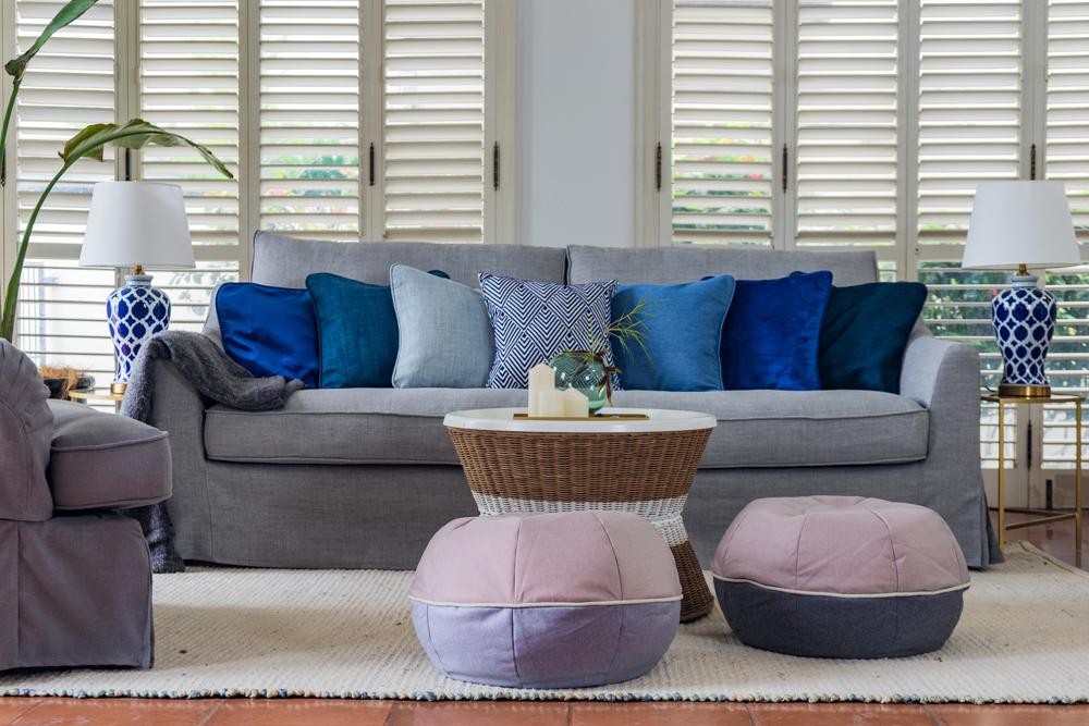 Färlöv in maßgefertigtem grauen Sofabezug