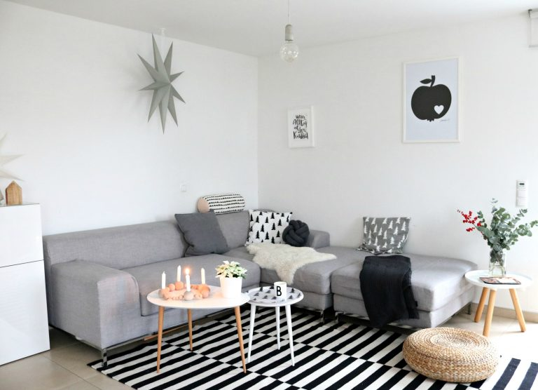 L shaped sectionals fill in corners to open up more space