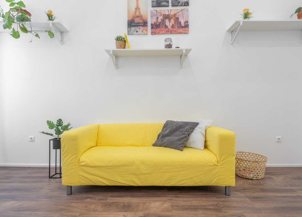 6 Better (And Earth-Friendlier) Alternatives To Throwing Away Your Old Sofa