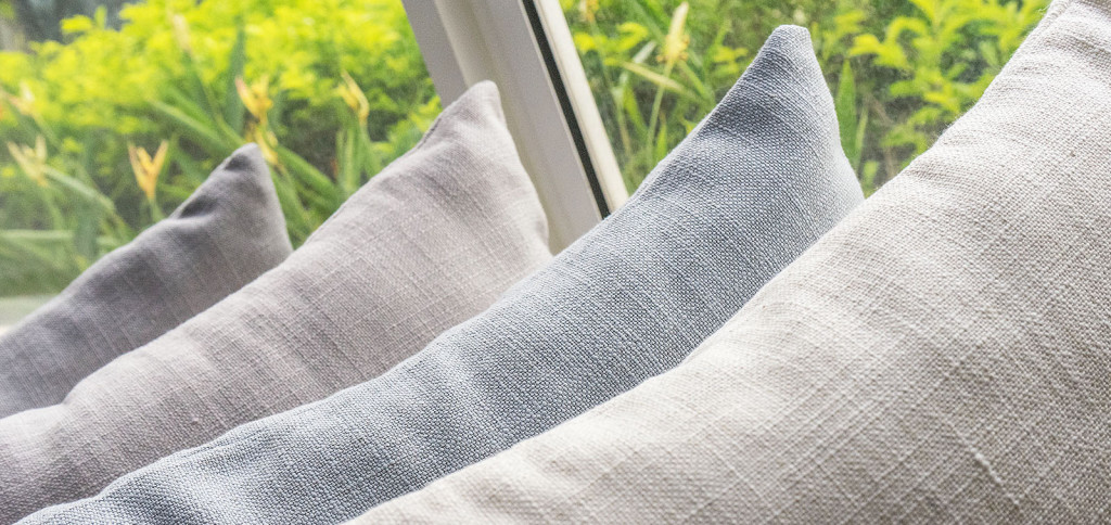 Cushions covered in many colors of linen fabric
