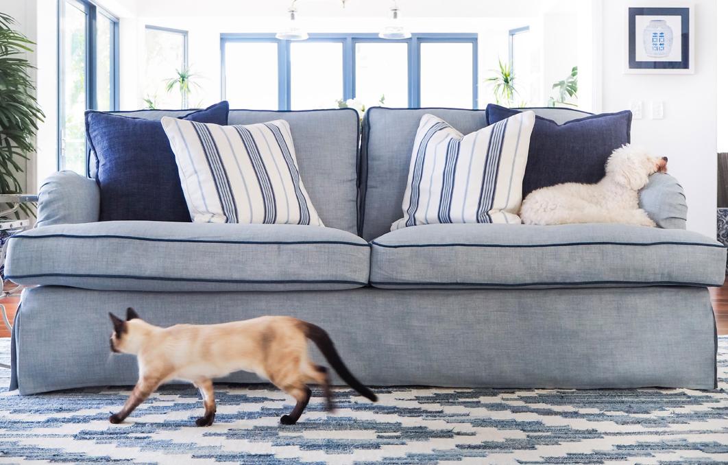Maßgefertigte Bezüge für jede Art von Sofas lassen dein Sofa neu aussehen und anfühlen.
