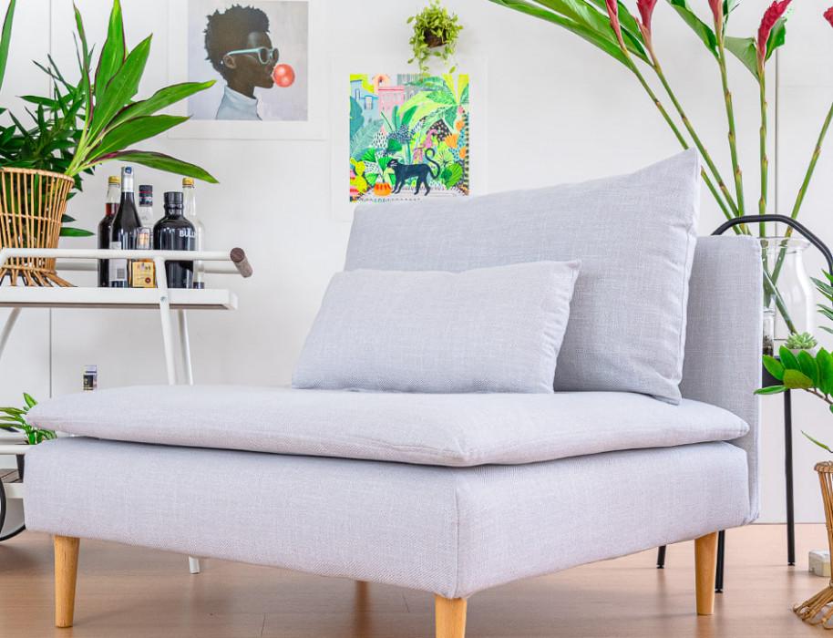 IKEAのソーデルハムンソファにコンフォートワークスで作ったソファカバーをかけました。生地は明るいグレーのベーシックコンフォートシルバー。