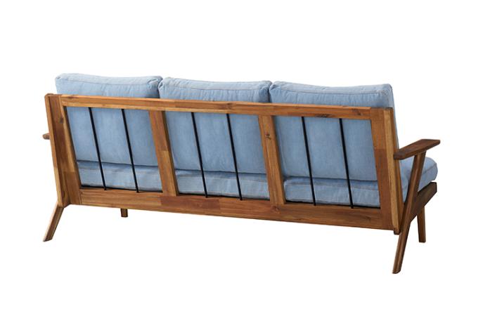 unicoのSWELLAは背面にアイアンが使われているのも特徴的。西海岸風のウッドフレームソファです。