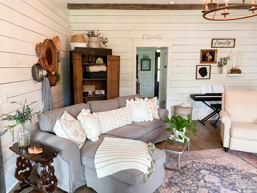 krallenfeste Sofabezüge auf einem Ektorp Sofa
