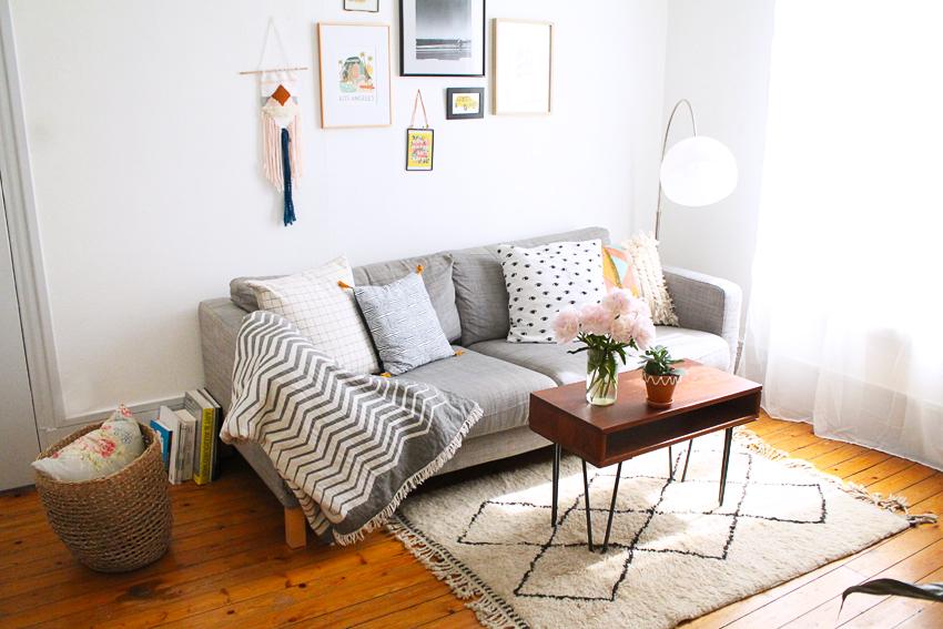 みんなに愛される布製ソファは柔らかなさわり心地が魅力のひとつ。本来ならシミや汚れを気にせずに長く使いたいアイテムです。