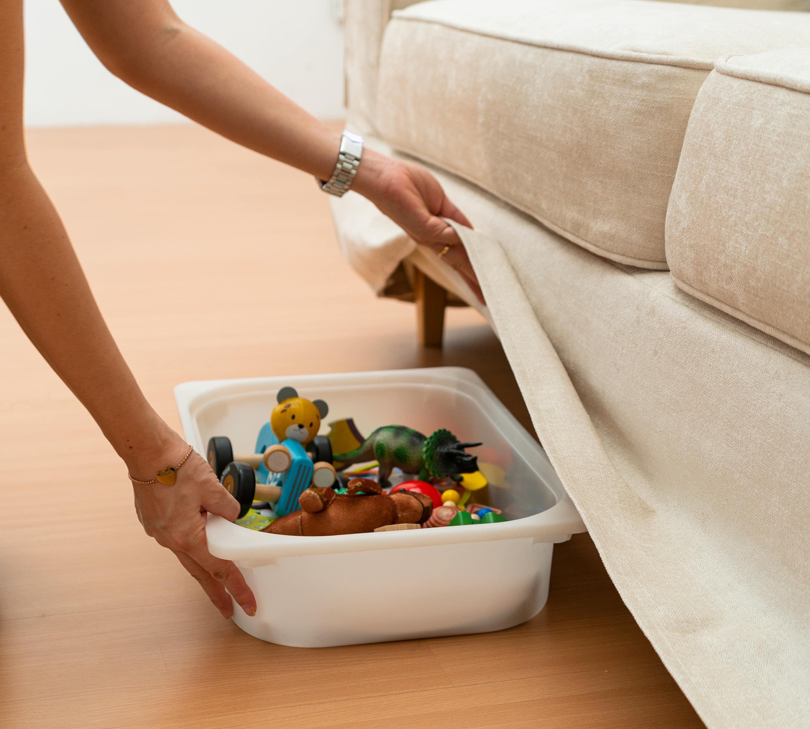 裾長のソファカバーならソファ下が隠れる収納に大変身!日頃のお掃除や整理整頓が簡単になること間違いなし。