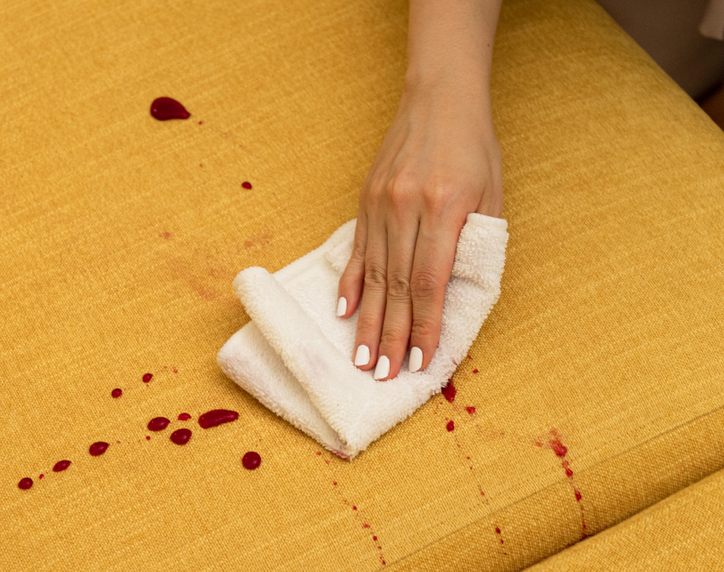 イージークリーンブレンドのソファカバーは、汚れがつきにくいので飲み物をこぼしてしまってもさっと拭き取ればシミにならず快適に過ごせます。