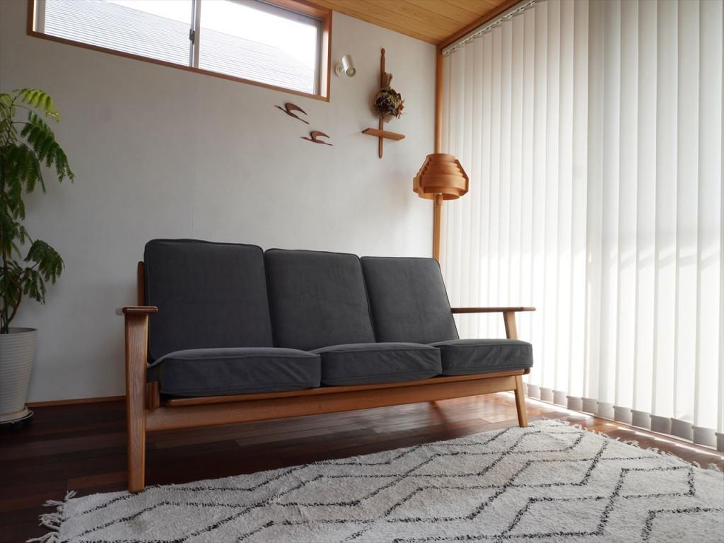 お気に入りのソファはヴィンテージの北欧インテリアのお店で購入。長く愛用できる北欧家具です。