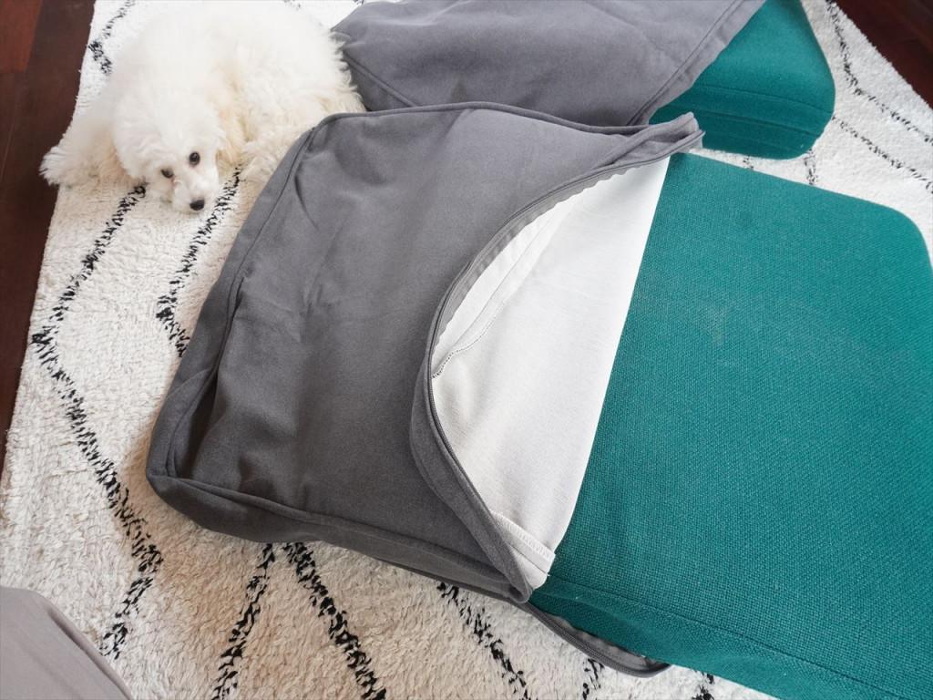 上からカバーをつけるだけなのでとっても簡単!オーダーメイドのソファカバーなのでサイズもぴったり!