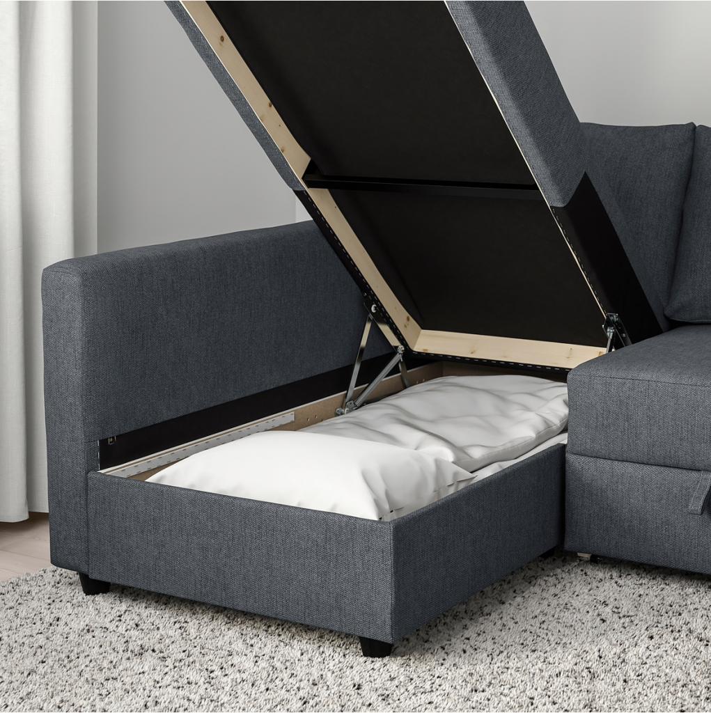 IKEAのフリーヘーテンコーナーソファベッドは収納力も高く、寝椅子部分には寝具やマットレスもストレスなくしまうことができます。