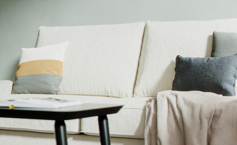 Everyday Linen in Off-White auf einem Kivik Sofa