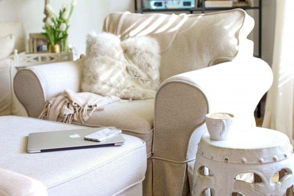アームチェア一人がけのソファ。贅沢な座り心地を体感してください。