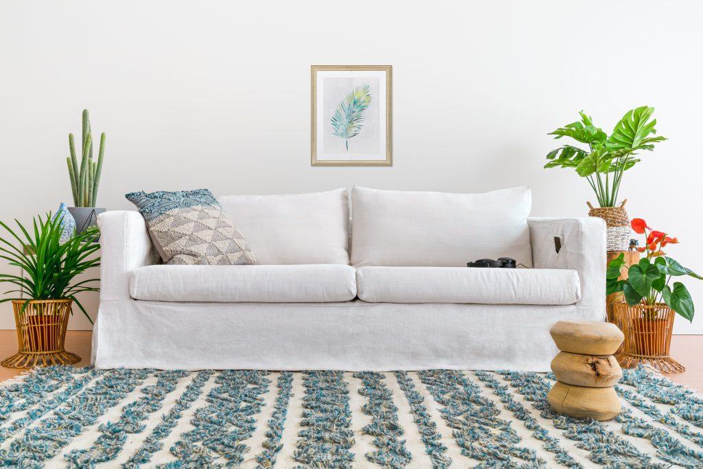 西海岸インテリアはこれからの季節にぴったり!白いソファで憧れのカリフォルニアスタイルを叶えましょう!