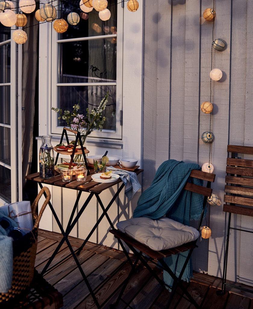 ベランダをお洒落に飾るIKEAのおすすめアイテム7選!お外で食事も楽しめる机と椅子のセット。お洒落かつコンパクトでおすすめです。