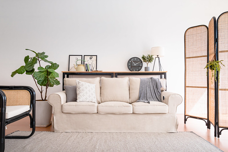 uppland-turned-farmhouse-sofa-with-linen-slipcovers