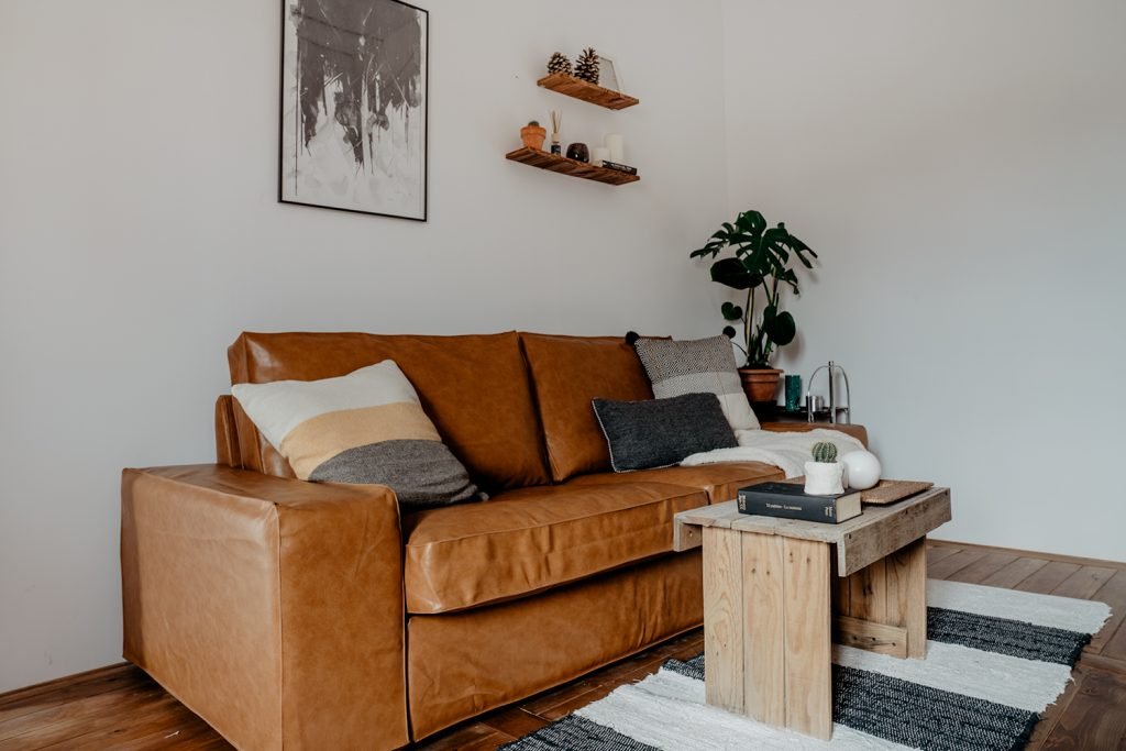 IKEA Kivik/シーヴィクソファの重厚感には、コンフォートワークスのレザーソファカバーがぴったりです。