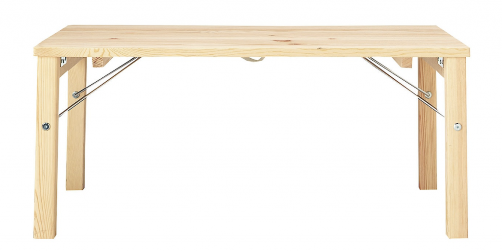無印良品の折りたためるローテーブルは持ち運びに便利でパイン材が優しい雰囲気