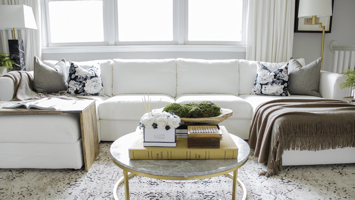 Finnala slipcovers in white cotton in a beautiful living room