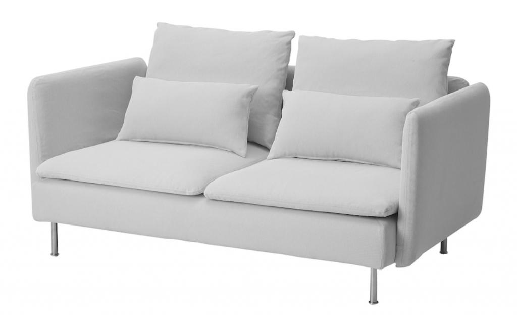 IKEAのソーデルハムン3人掛け魂魄尾ソファ。大きな座面と快適な座り心地、その魅力を保ったままのコンパクトサイズが嬉しい。