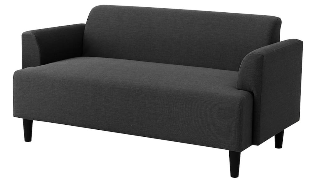 IKEAのヘムリングビーソファは低価格ながら、コンパクトでしっかりとした仕上がりです。