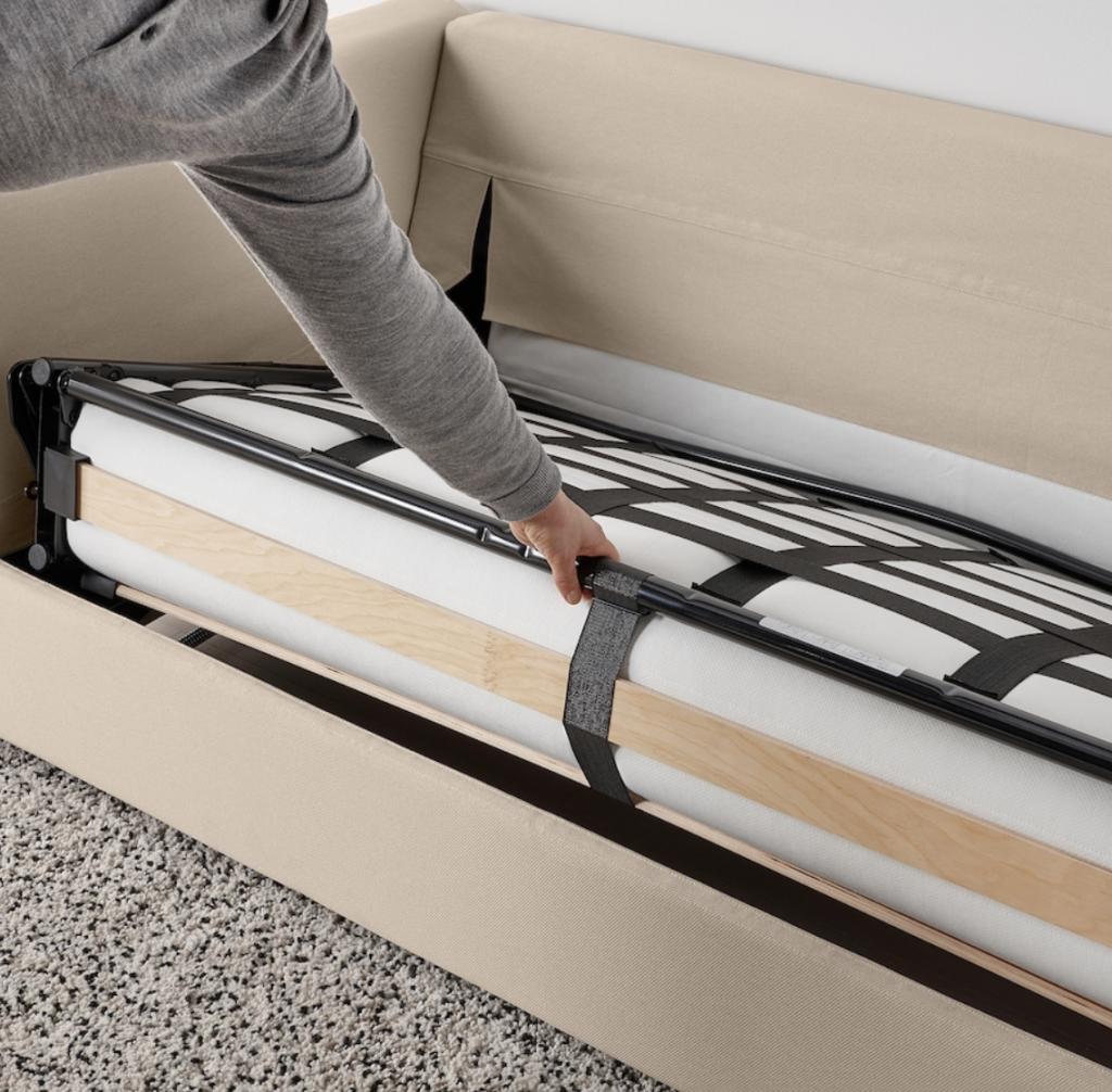 IKEAのヴィムレはソファだけでなく、ソファベッドとしてもおすすめ。マットレスが全て収納できるので、座面に寝ることなく衛生面も安全です。