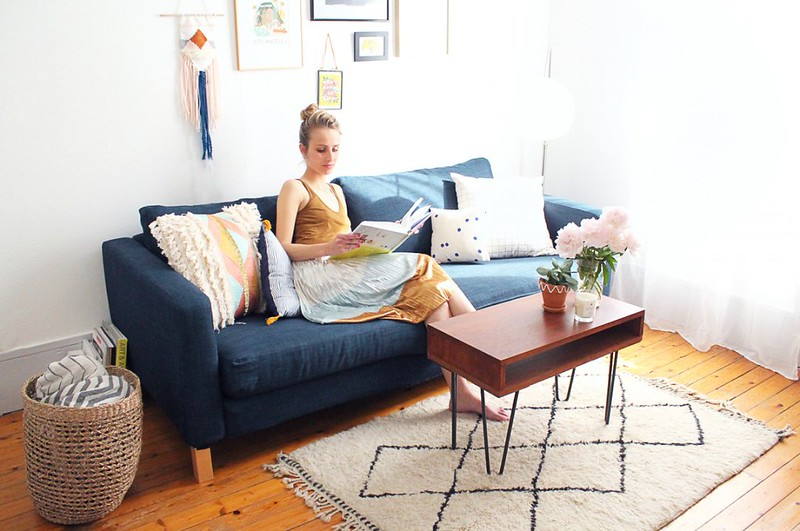 IKEAのカルルスタードソファにネイビー色のオーダーメイドソファカバーを合わせました。