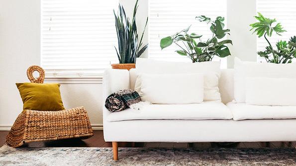 ワンルームにピッタリサイズのコンパクトソファで快適な座り心地を体感しましょう。